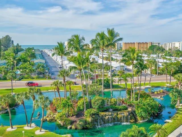 Siesta Key Beach Condo w/ pool half mile to beach!