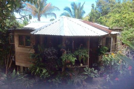 Mel's Botanical Retreat - Cave - Rumah