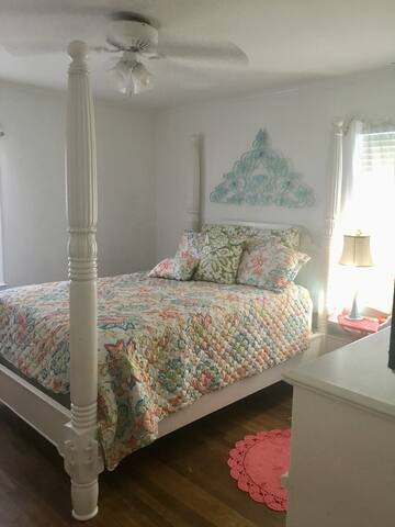 Peaceful mid town quiet pillow top comfy room  ..