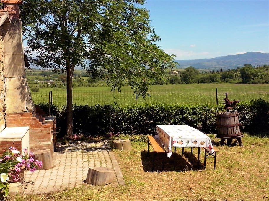 Tuscan views garden stunning views central loc 39 n houses for Rent a house in tuscany