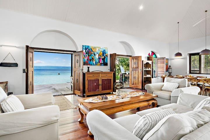 Karibu - Luxurious, Private Beachfront, seapool
