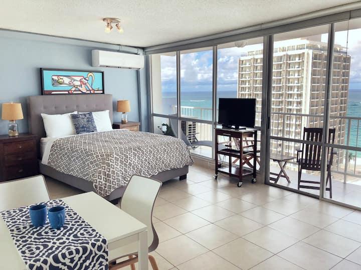 Amazing Ocean View! 19th Floor Studio