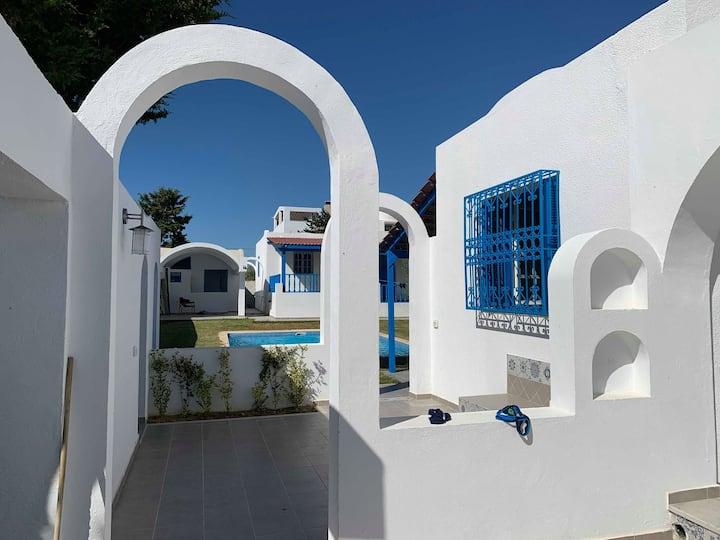 2 Villas avec piscine en 1ere position de la plage