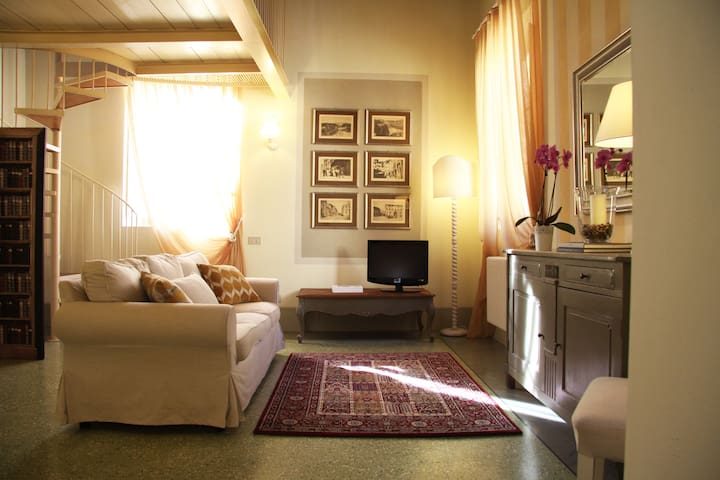 Bright and smart apt in Lucca