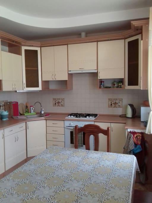 кухня, оборудована всем необходимым