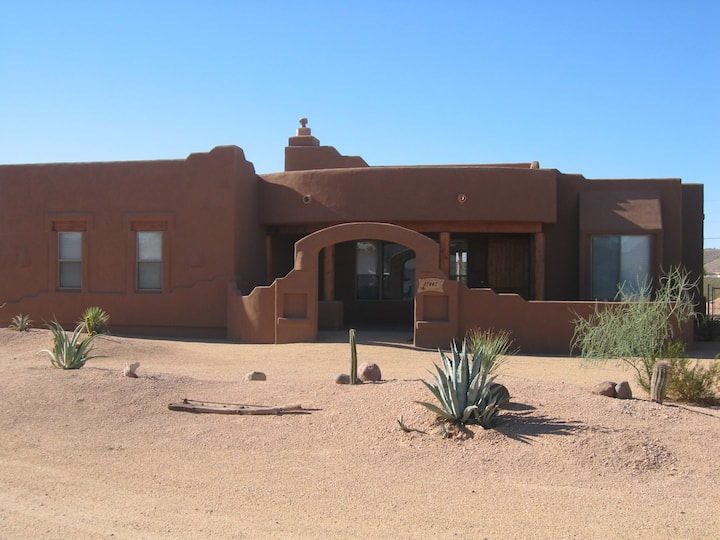 Sonoran Adobe Home, Spacious and quiet place.