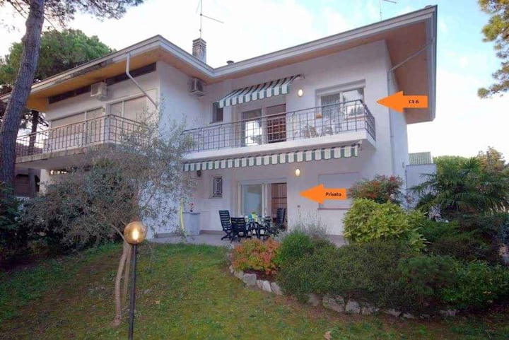 apt for 4+2 persons with a/c in Lignano R68193