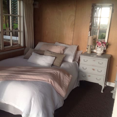Foxglove Cottage....pure paradise.. - Waikanae - Bed & Breakfast