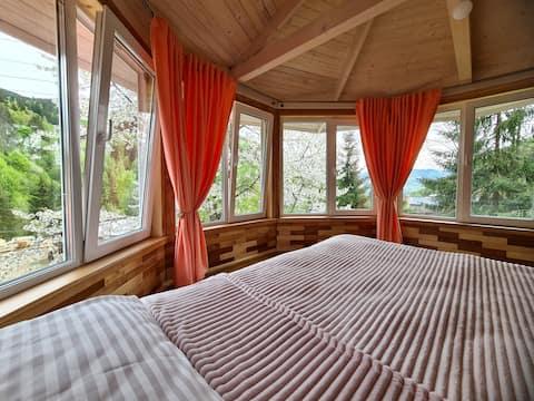 Котедж Чічка з видом на гори та ліс прямо з ліжка