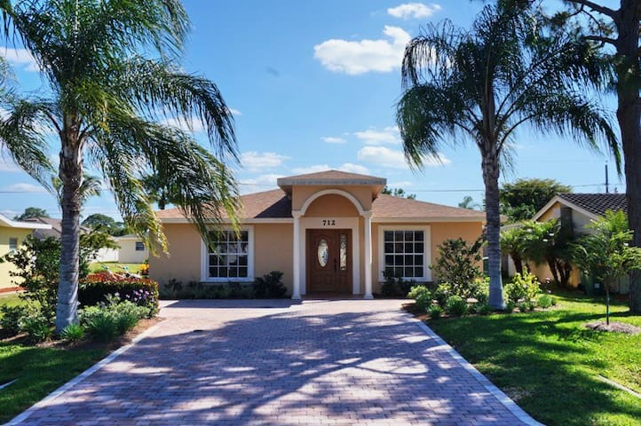 NP100TH#712, Single Family Home at Naples - North Naples - Outro