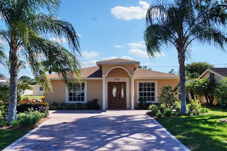 NP100TH#712, Single Family Home at Naples - North Naples