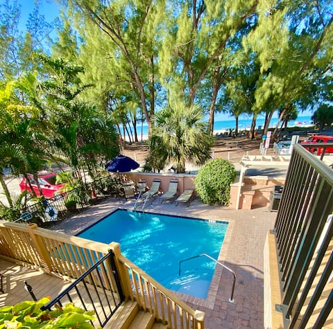 Gulf front 1BR in the heart of Anna Maria Island