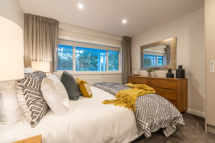 En-Suite Private Room in a Stylish Grey Lynn Villa