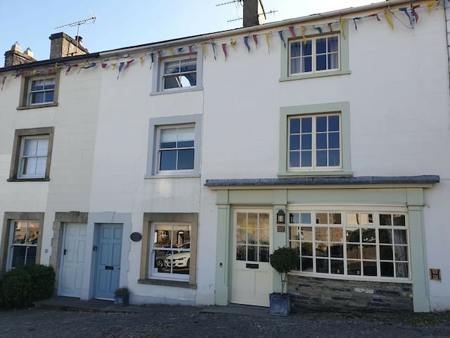 Beautiful listed cottage in bustling market place.