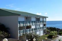 Bâtiment anguilla,studio au dernier etage