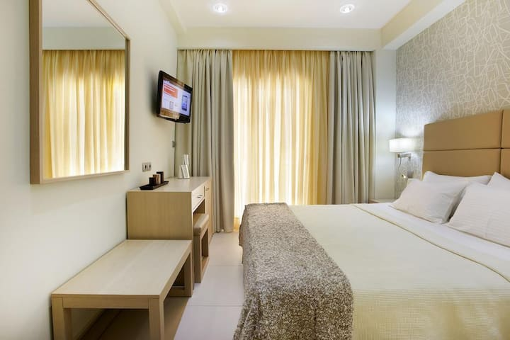 Double Room in renovated Hotel with free shuttle