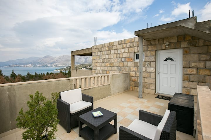 Oliva- Two-Bedroom Apt with Balcony and Sea View