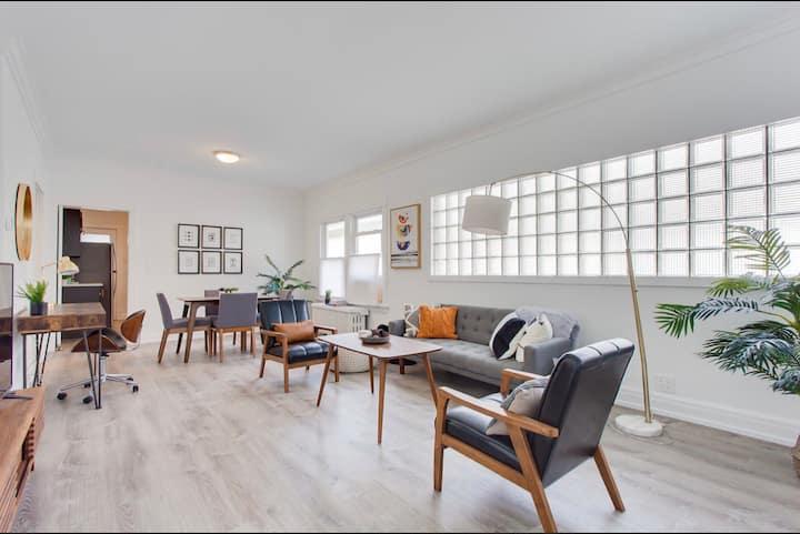 Bright remodeled 2 bedroom home- Central Oak Park