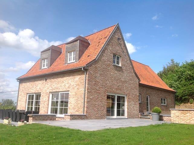 prachtige woning met 5 badkamers tot 15 personen