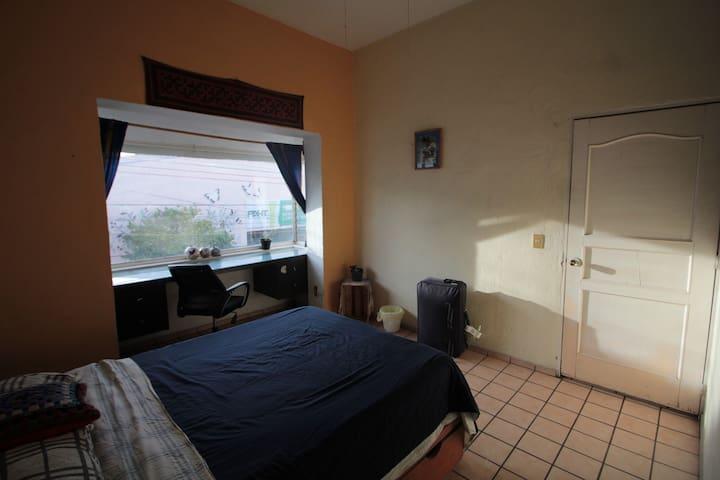 Habitación con baño propio zona céntrica y segura