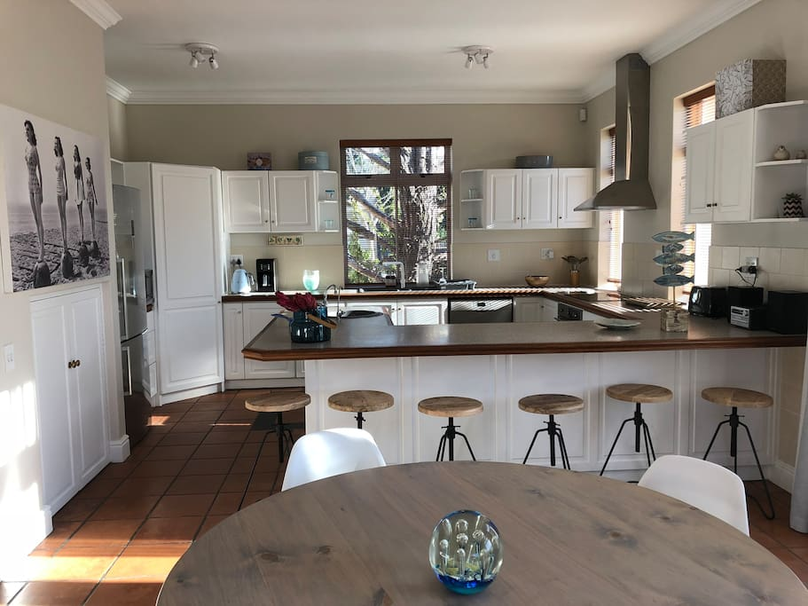 Free flowing kitchen and dining area allowing sociable cooking with friends