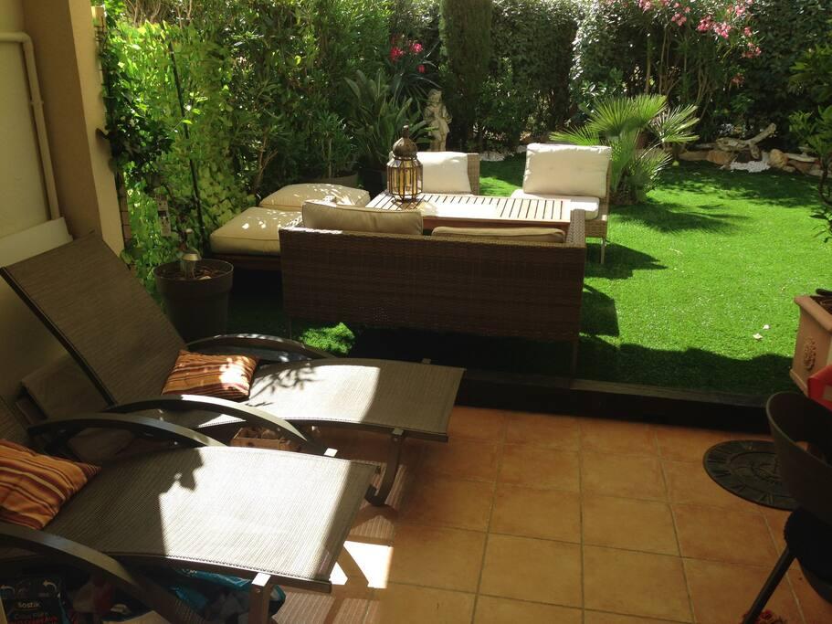 Aperçu de la terrasse et  jardin privatif