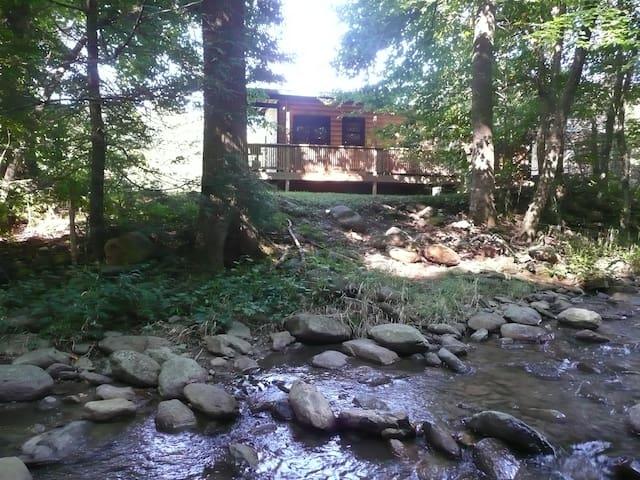 Helton Creek Guest Cabin - Lansing