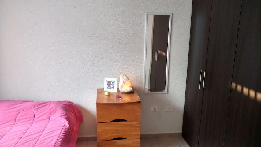 Hermosa habitación disponible con acceso a Alberca - Santiago de Querétaro - Lägenhet