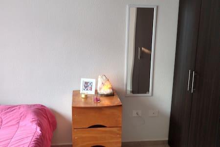 Hermosa habitación disponible con acceso a Alberca - Santiago de Querétaro - Leilighet