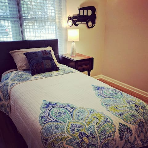 Bedroom 4 with comfortable twin bed.