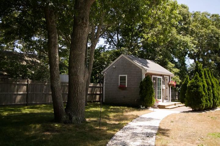 Romantic Cottage w/ Bikes, Paddle Boards & Kayaks