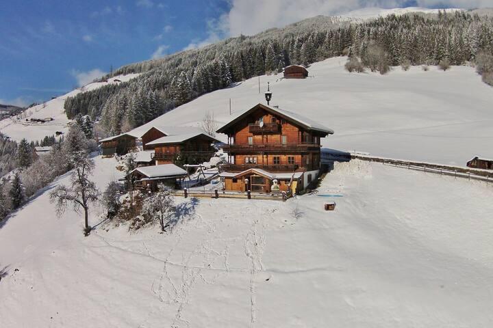 Beautiful Mountainside Chalet in Königsleiten