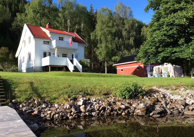 Villa Strengen, on the banks of the Telemark Canal - Nome - Casa