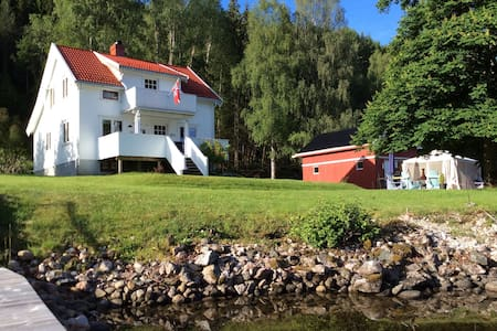 Villa Strengen, on the banks of the Telemark Canal - Nome - Rumah