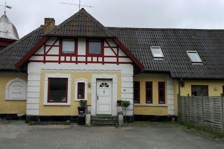 Værelser naturskønne omgivelser - Hjørring - Casa