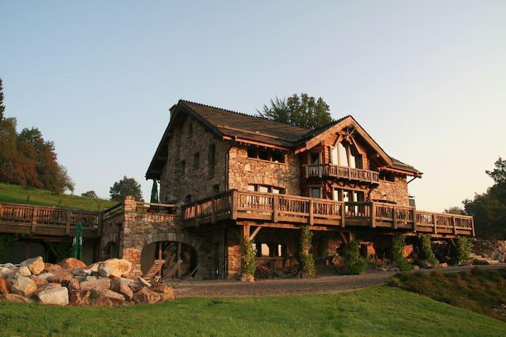 Jolie maison de vacances, piscine privée et sauna à Waimes