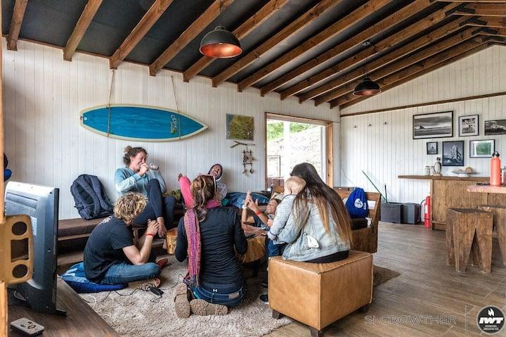 BIG FAMILY FRIENDLY BEACH HOUSE + BBQ & HOT TUB