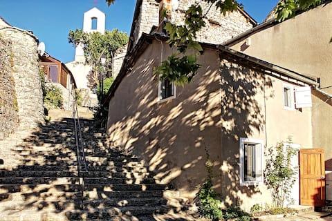 Au coeur des Gorges du Tarn, village pittoresque !