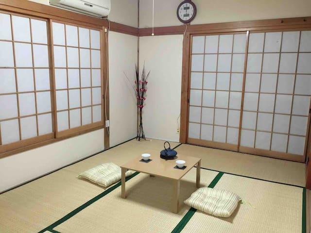 伝統的な日本畳部屋