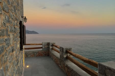 AHOS:Stone sea house -renovated. Mani Greece.83sqm - Oitylo - House
