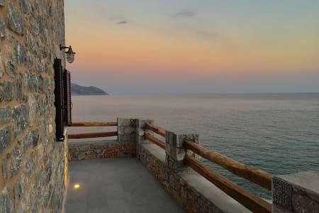 AHOS:Stone sea house -renovated. Mani Greece.83sqm - Oitylo - Haus