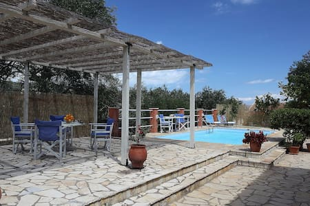 Shared pool, ideal location,  spacious studio! - Gaios - Apartment
