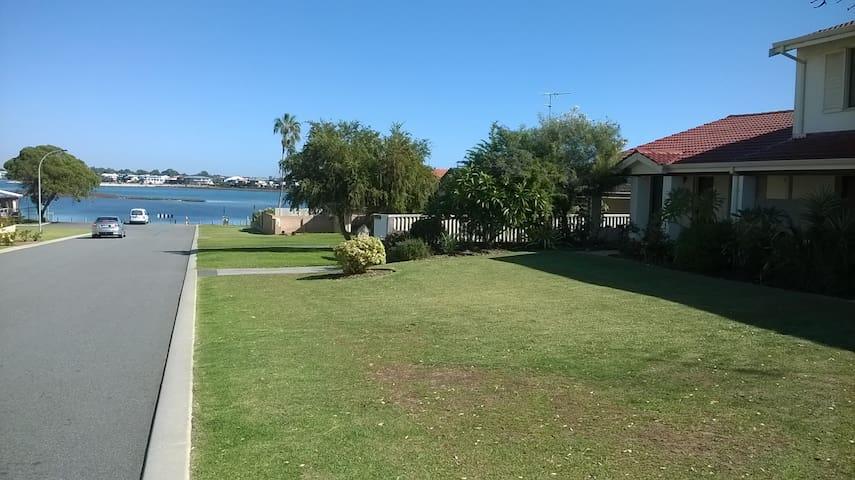Mandurah Central Estuary Waters Edge Townhouse
