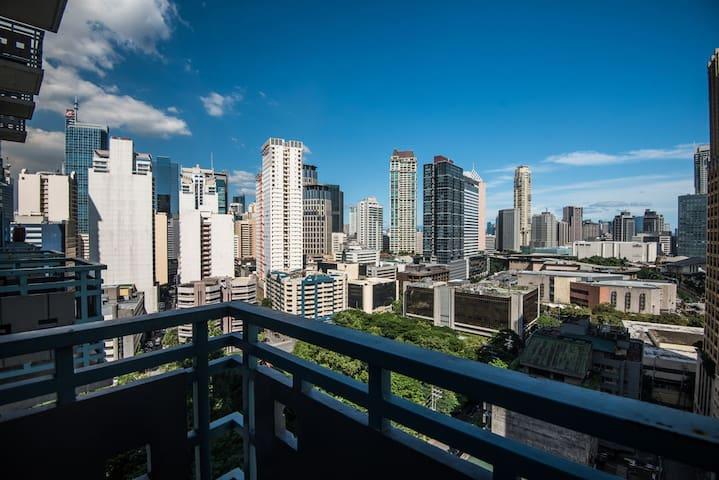 1br loft w/ balcony near Greenbelt malls