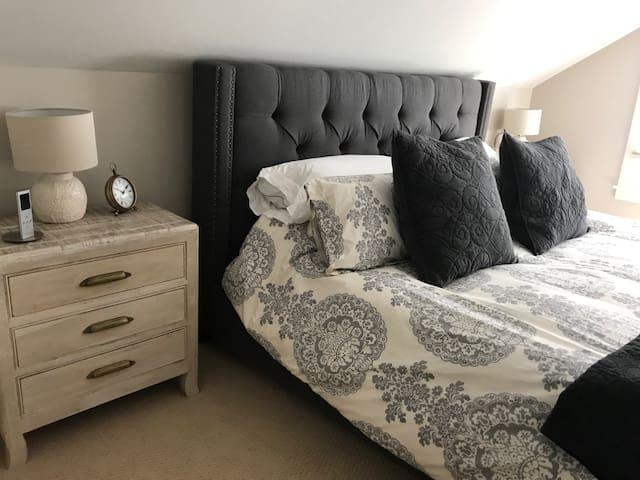 Beautiful Luxury Third Floor Suite