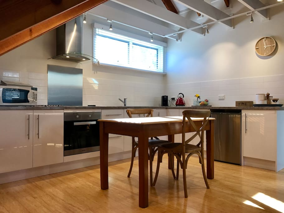 Full kitchen with everything you need including pod coffee machine & endless options of teas.