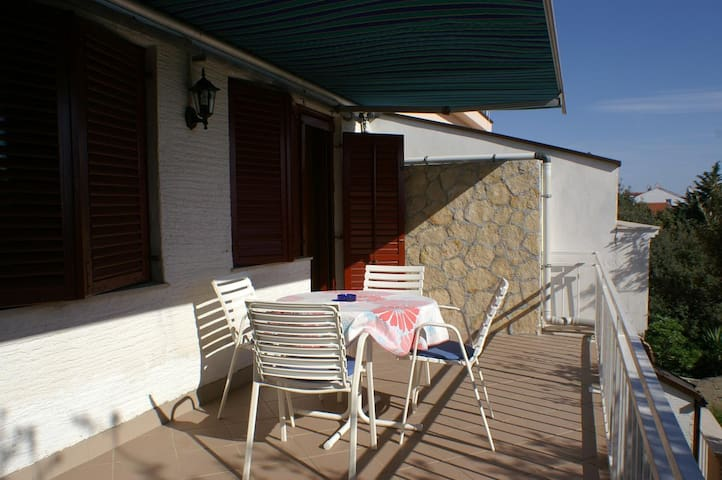 One bedroom apartment with terrace Mandre (Pag) (A-4059-a)
