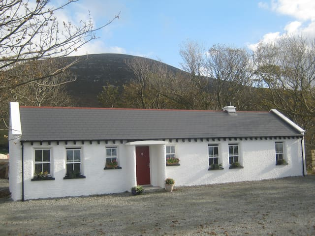Mia's Self Catering Cottage, Clonmany - Clonmany - Blockhütte