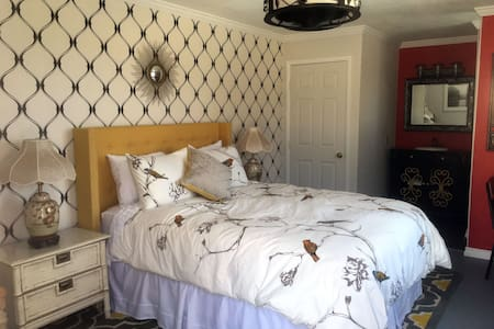 Magical Chinoiserie Studio w/Hot Tub! - Yucca Valley