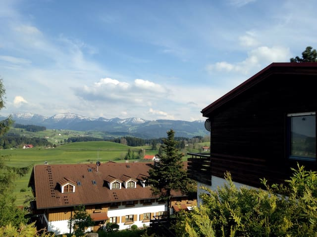 Ferienwohnung mit Alpen Aussicht - Oberreute - House